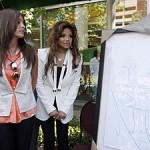 Дети Майкла Джексона подарили его картины детской больнице