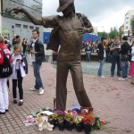 Памятник Майклу Джексону установлен в России!
